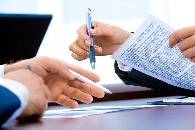 Klauzule niedozwolone w umowach – co to jest?